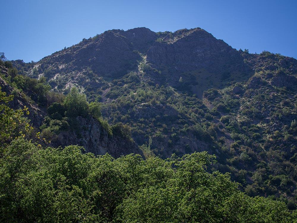 Pochoco Mounitan Hiking - Santiago Outdoor