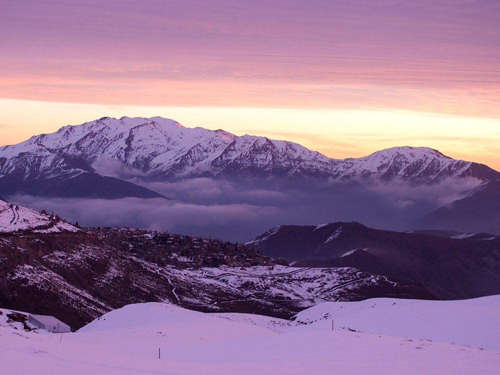From the ski resorts we can clearly observe the Ramón Range with Provincia mountain on the right side.